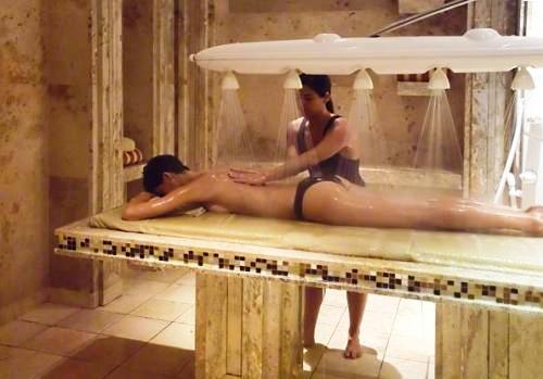 Cómo es un relajante masaje Vichy