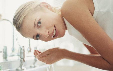 Buena limpieza del rostro en casa y en el Spa